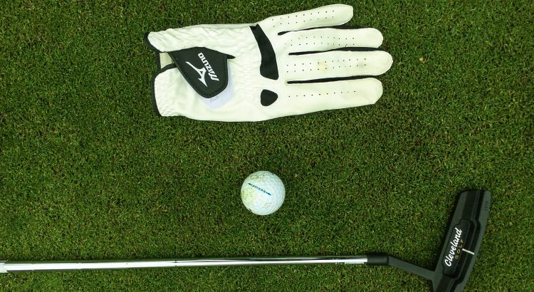 Best Golf Glove for sweaty hands available in the market
